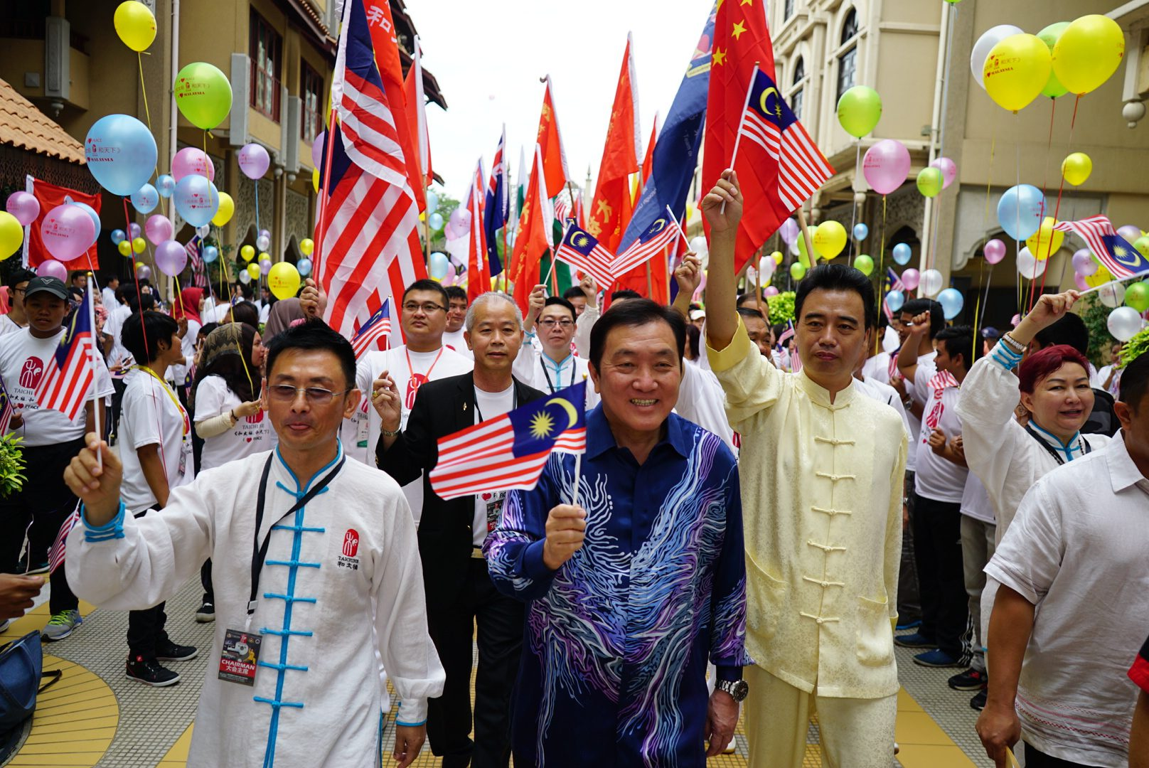 """THE MALAYSIA BOOK OF RECORDS : LARGEST INTERNATIONAL DELEGATES PARTICIPATION IN """"TAI CHI"""" SESSION"""